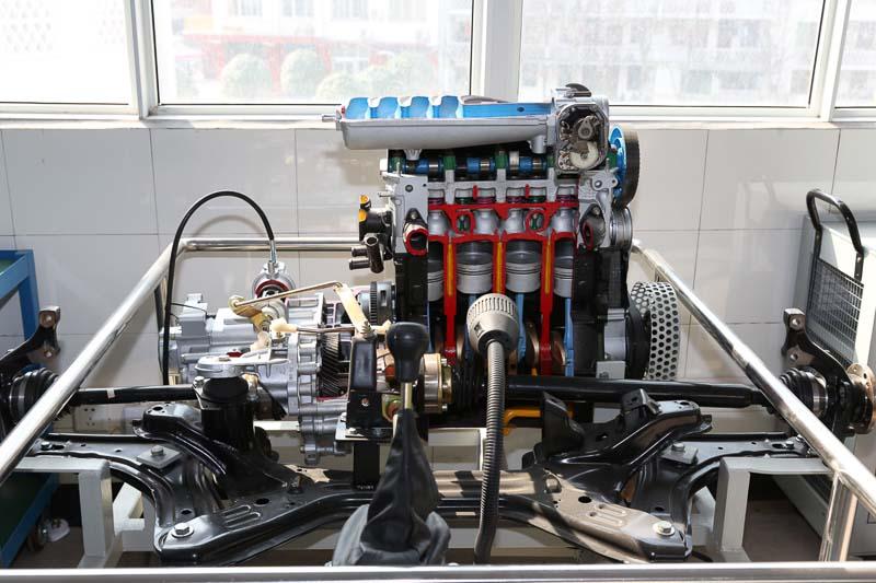 汽车发动机拆装实训室